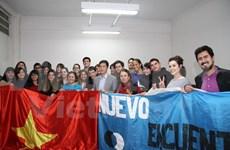 Estudiantes argentinos interesados en conocer sobre Vietnam