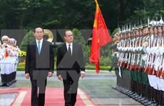 Presidente de Vietnam dialoga con Francois Hollande