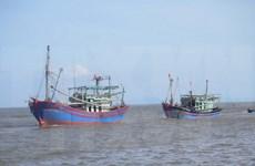 Pescadores vietnamitas salvados por equipos de rescate chinos regresan a casa