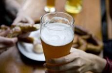 La mitad de hombres vietnamitas consumen dosis excesiva de alcohol