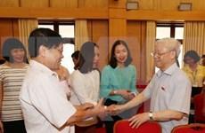 Secretario general del PCV dialoga con votantes de Hanoi