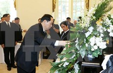 Presidente vietnamita rinde tributo al difunto rey tailandés