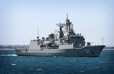 Buque de Armada australiana atraca en puerto de Cam Ranh