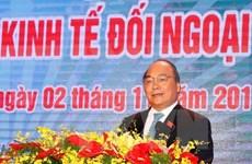 Premier de Vietnam ratifica compromiso con renovación de economía nacional