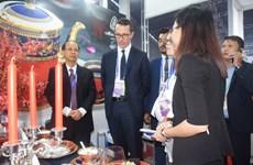 [Fotos] Celebran exposición de cerámica Minh Long en Semana de Cumbre del APEC