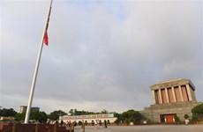 [Fotos] Vietnam iza bandera a media asta en señal de duelo por fallecimiento del presidente Tran Dai Quang
