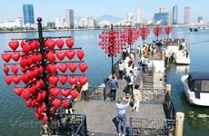 (Video) Festejan en Vietnam Día de San Valentín pese a propagación de COVID-19