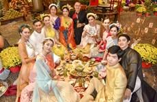 Experimentan amigos internacionales en Vietnam tradiciones del Tet