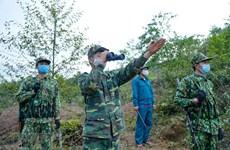 Soldados vietnamitas de guardia fronteriza cumplen deberes de proteger la Patria