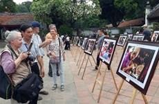 Inauguran exposición de fotos por 65 años de liberación de Hanoi