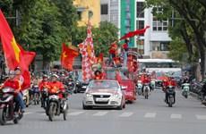 Fanáticos calientan el ambiente antes del partido Vietnam- Tailandia