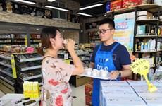 Exportan primer lote de leche de Vietnam al mercado chino