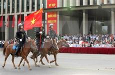 Unidad de caballería de policía de Vietnam hace su debut