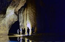 Una experiencia por la cueva Thien Duong en la provincia vietnamita de Quang Binh