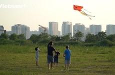 (Video) Papalotes vuelan en el cielo de Hanoi