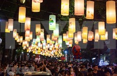Festival del Medio Otoño en calles antiguas de Hanoi