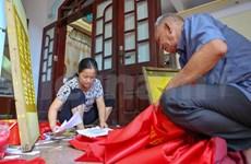[Foto] Artesanos vietnamitas fabrican banderas en ocasión del Día Nacional