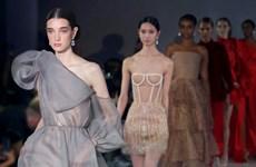 Diseñador vietnamita presenta su colección en la Semana de la Moda de Londres 2021
