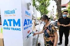 "Hanoyenses entusiasmados con ""cajero automático"" de mascarillas gratuitas"