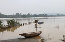 Pobladores en provincia centrovietnamita continúan combate contra las inundaciones