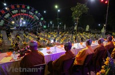 Miles de monjes y fieles participan a la gran ceremonia de gratitud filial