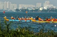 Hanoi por celebrar regatas de botes del dragón en el lago Oeste