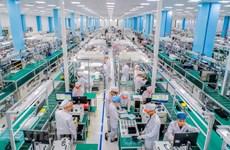 En una planta de celulares inteligentes de 5G en Vietnam