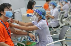 Amplía Vietnam mayor campaña de vacunación para frenar COVID-19