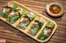 Rollitos de lechuga con camarón y carne, una especialidad de Hanoi