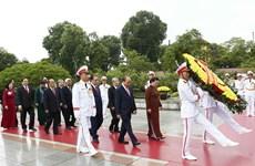 [Foto] Rinden homenajes póstumos al Presidente Ho Chi Minh y los mártires en Día Nacional
