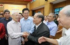 [Foto] Secretario general del Partido Comunista y presidente de Vietnam con votantes de Hanoi