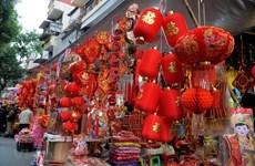 [Foto] Calle Hang Ma en Hanoi se llena de color rojo para el Tet