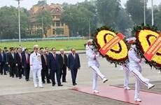 [Foto] Dirigentes vietnamitas rinden homenaje al presidente Ho Chi Minh