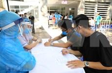 [Foto] Hanoi realiza prueba rápida del COVID-19 para personas provenientes de Da Nang