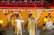 Efectúan programa artístico especial en saludo al Congreso partidista en Vietnam