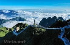 """Fansipán, uno de los mejores destinos para el """"turismo espacial"""" sin volar al cosmos"""