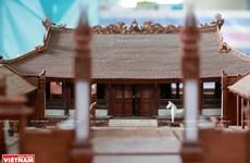 Modelo del templo comunal de madera de caoba más pequeño de Vietnam