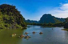 Contemplan belleza espectacular en otoño de complejo turístico vietnamita de Trang An