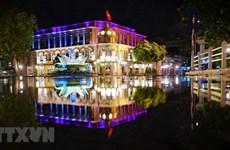 Belleza de Hanoi apacible en la noche de otoño