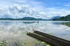 Lago de Lak: panorama más poético en Altiplanicie Occidental de Vietnam