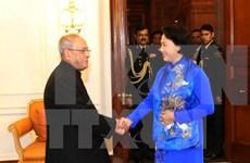Líder parlamentaria de Vietnam dialoga con presidente de India