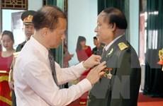 Otorgan distinciones de Laos a excombatientes voluntarios vietnamitas
