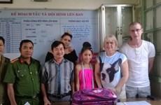 Devuelven equipaje extraviado a turista británico durante viaje en Vietnam