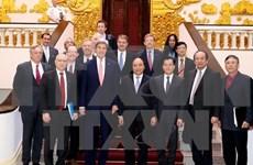 Primer ministro de Vietnam recibe a John Kerry