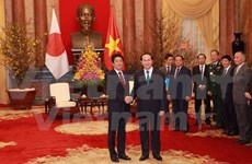 Presidente de Vietnam recibe a primer ministro japonés