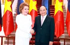 Primer ministro de Vietnam recibe a presidenta de Senado de Rusia