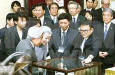 Emperador japonés visita museo biológico en Vietnam