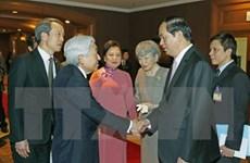 Emperador Akihito parte de Hanoi para visitar la ciudad imperial de Hue