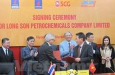 Firman contratos relacionados con grandes proyectos petroquímicos en Vietnam