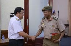 Agregados militares acreditados en Vietnam visitan varias localidades